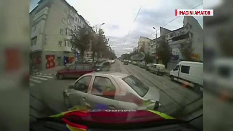 Ambulanta SMURD, implicata intr-un accident in Botosani. Soferul celeilalte masini este un fost viceprimar al municipiului
