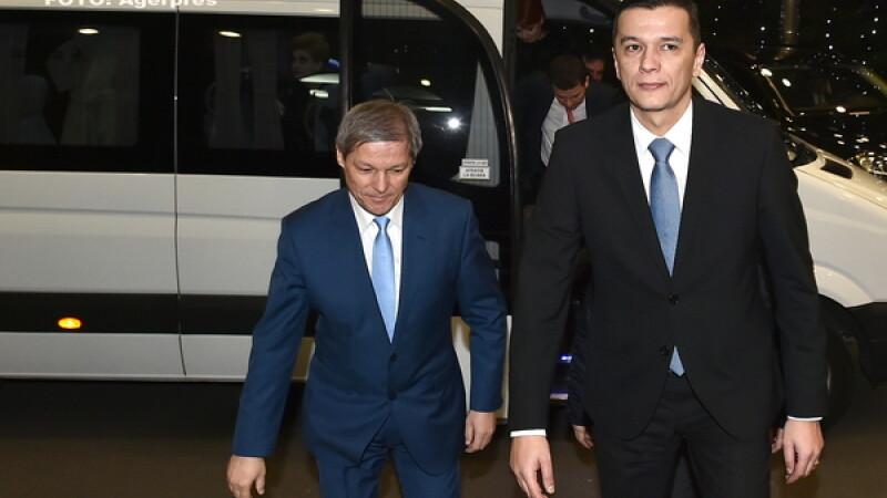 Predare de stafeta intre Sorin Grindeanu si Dacian Ciolos, la Palatul Victoria: