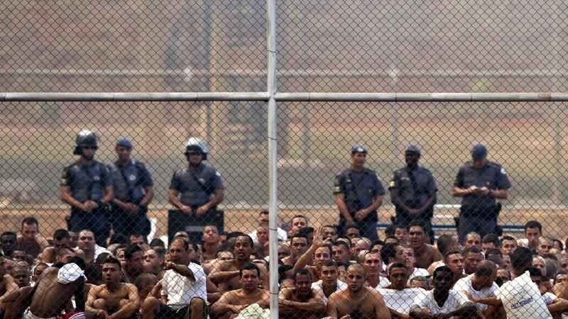 Tara unde detinutii fac legea in inchisori. Un alt masacru s-a produs la unul dintre cele mai mari penitenciare: 33 de morti