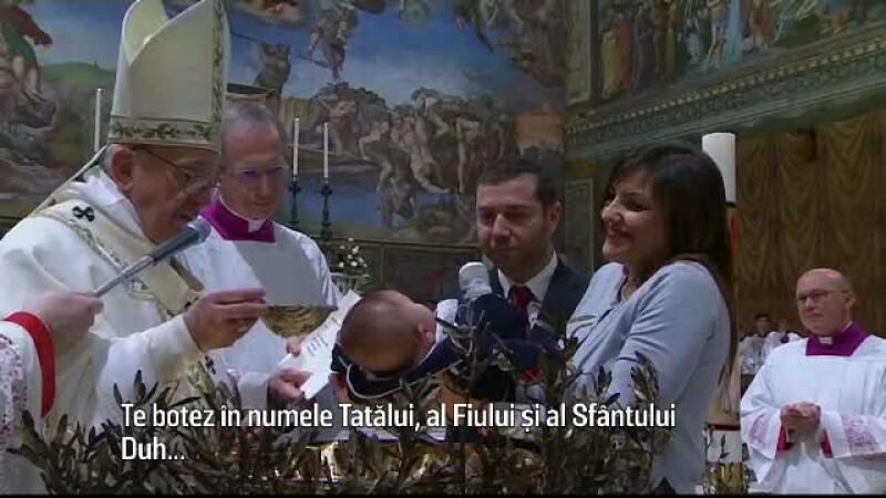 Ritual emotionant in Capela Sixtina. Papa Francisc a botezat 28 de nou nascuti