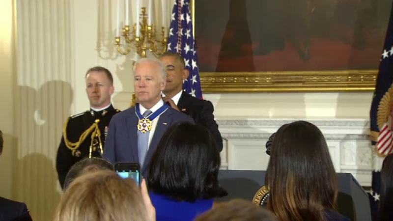 Biden, decorat de Obama cu Medalia Libertatii, cea mai inalta distinctie civila din SUA. Vicepresedintele a inceput sa planga