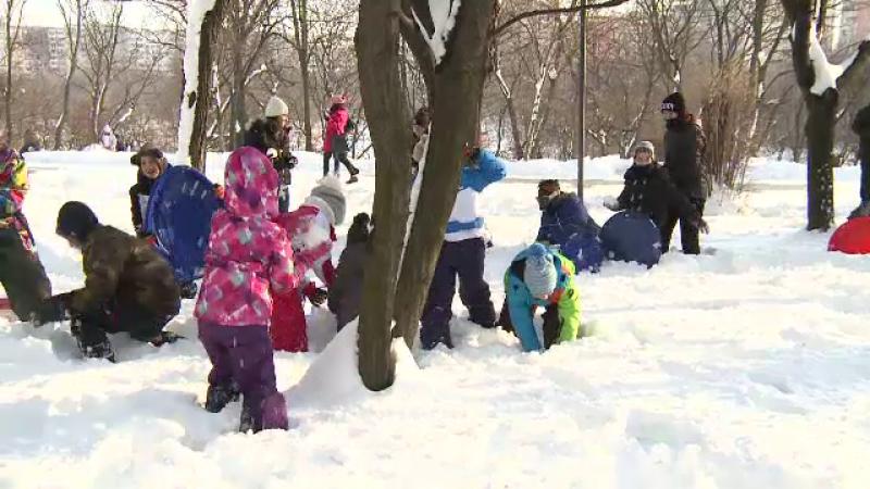 Copiii din Capitala s-au strans in parcul IOR pentru a participa la o bataie cu bulgari. Cine le-a intrerupt distractia
