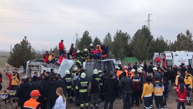 Atac asupra unui autobuz al politiei turce. Cel putin 3 agenti au fost ucisi si 9 sunt raniti