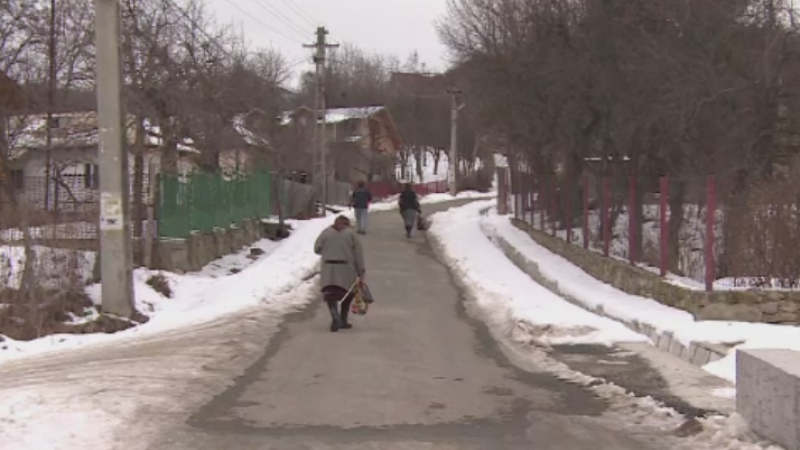 Batrani morti de frig in case, in Galati si Prahova. Un barbat a fost gasit cu temperatura corporala de 22 de grade