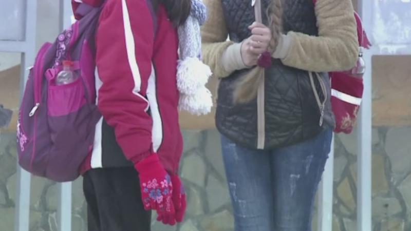 Alerta la o scoala din Sacele. O profesoara cu TBC a intrat in contact cu sute de elevi, 60 fiind depistati pozitiv