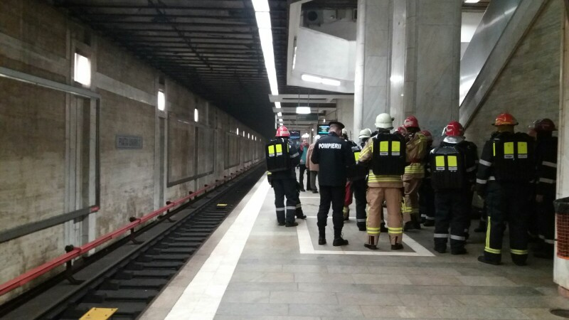 Un scurtcircuit, cauza avariei de la metrou de la Universitate. Incendiul a fost stins, circulatia reluata in regim normal