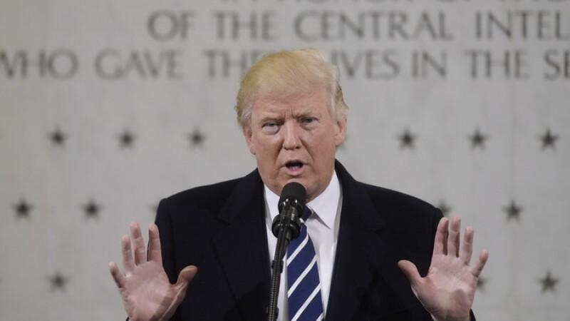 Primele 24 de ore ale lui Donald Trump la carma Statelor Unite: a scos milioane de oameni in strada si a atacat presa
