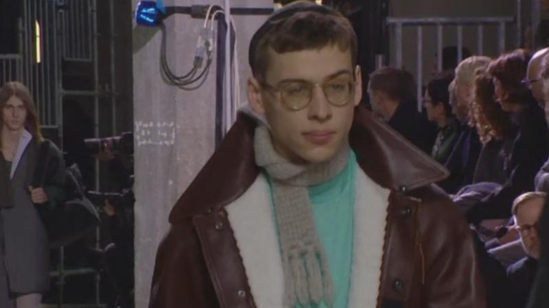 Trendurile in moda pentru barbati, in sezonul urmator – bluze cu maneci foarte lungi si culori inchise
