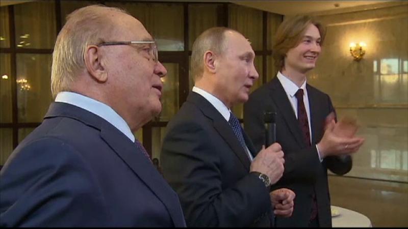 Un student rus s-a intimidat in prezenta lui Putin si a uitat versurile de la un cantec. Reactia liderului de la Kremlin