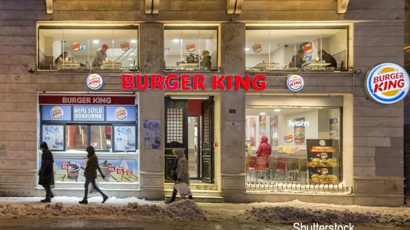 Doi angajati de la Burger King au fost arestati fiindca le vindeau clientilor cannabis. Cum se ascundeau de politie