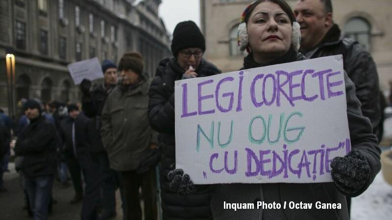 Zeci de mii de oameni, la protestul din Bucuresti fata de Legea gratierii. GALERIE FOTO cu mesajele manifestantilor