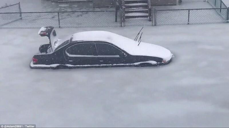 America îngheață de frig. Imagini ca în filme cu mașini prinse într-o mare de gheață