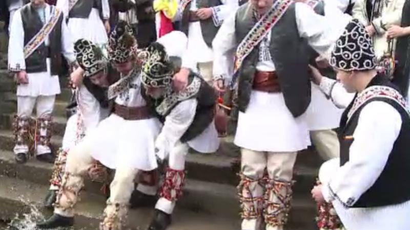 Sărbătoarea Sfântului Ion în țară. Sărbătoriții din Sibiu, scăldați la râu
