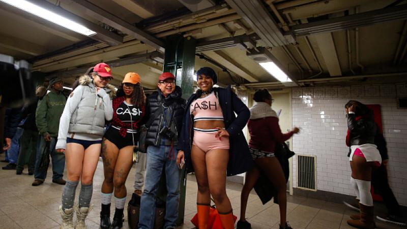 Ziua fără pantaloni la metrou. Sute de persoane au călătorit în lenjerie intimă. FOTO