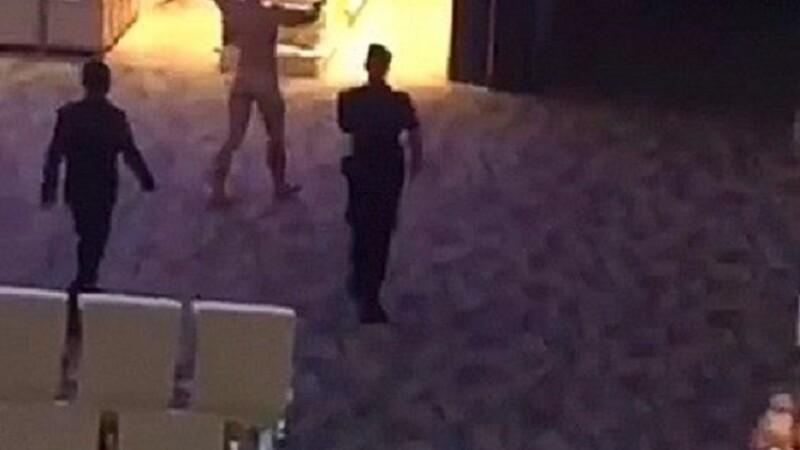 Turist arestat după ce s-a dezbrăcat şi a început să alerge prin aeroport