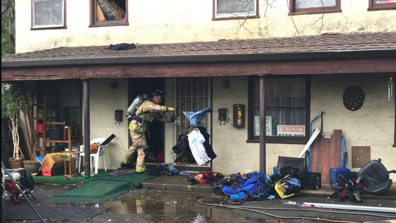 Un bărbat și-a incendiat casa, încercând să scape de un păianjen