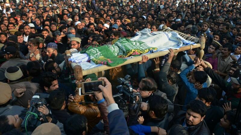Revolte sângeroase în Pakistan, după ce o fetiţă a fost violată şi ucisă