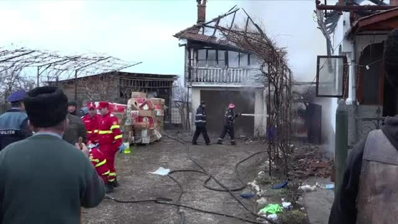 Un bărbat s-ar fi sinucis dându-și foc la casă, după ce a aflat că soția vrea divorțul