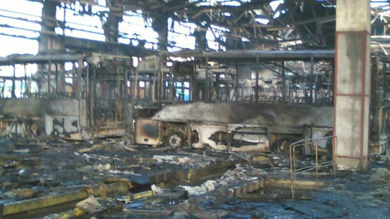 Incendiu devastator în Tulcea. Pagube de milioane de euro: doar 5 autobuze aveau asigurare