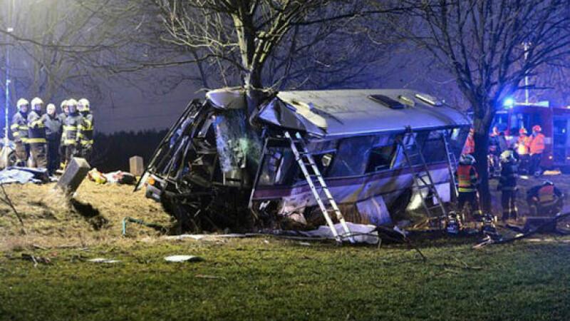 Accident grav petrecut în Praga: un autobuz a izbit o mașină: 3 morți, 45 de răniți