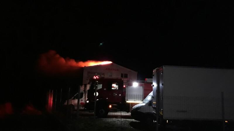 Incendiu lângă un depozit de carburanţi, în Prahova