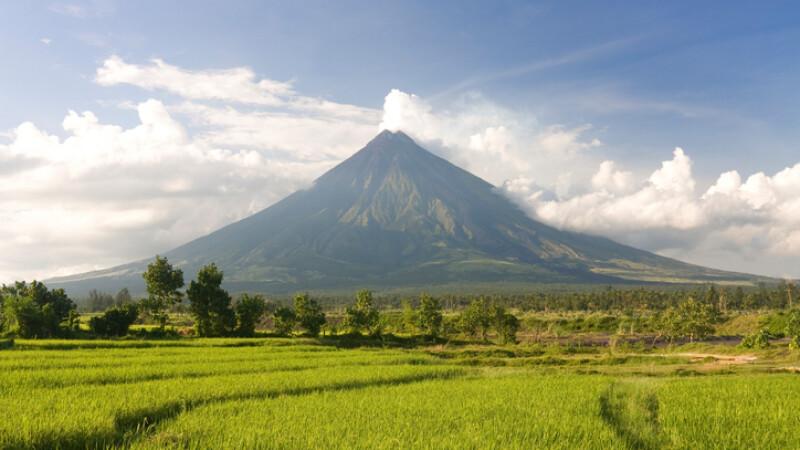 Mii de persoane au fost evacuate după erupția celui mai activ vulcan din Filipine