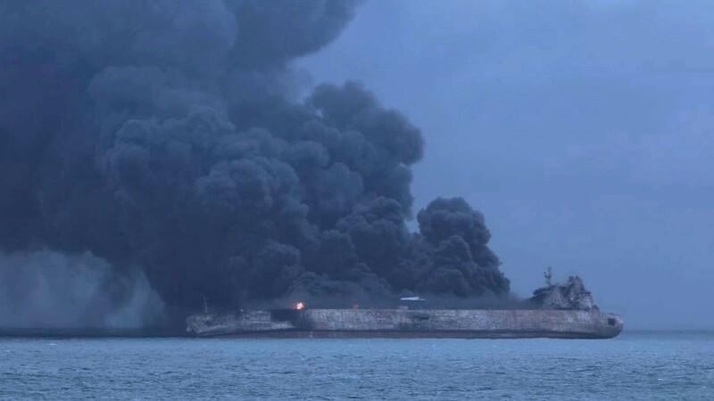 Un petrolier plin cu ţiţei s-a scufundat în Marea Chinei, după ce a ars o săptămână