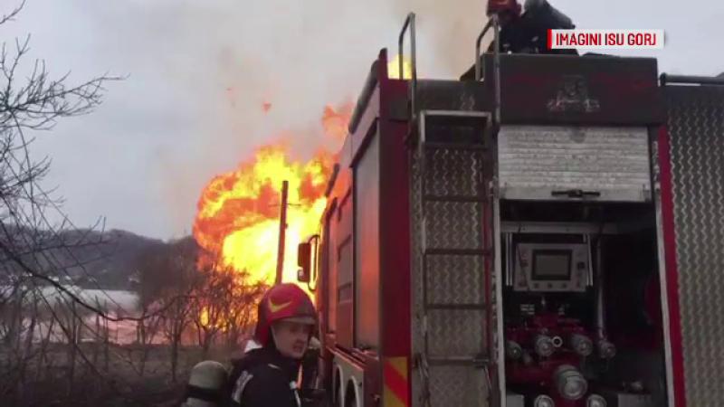 Autoritățile au deschis o anchetă, după explozia de la magistrala de gaz din Gorj