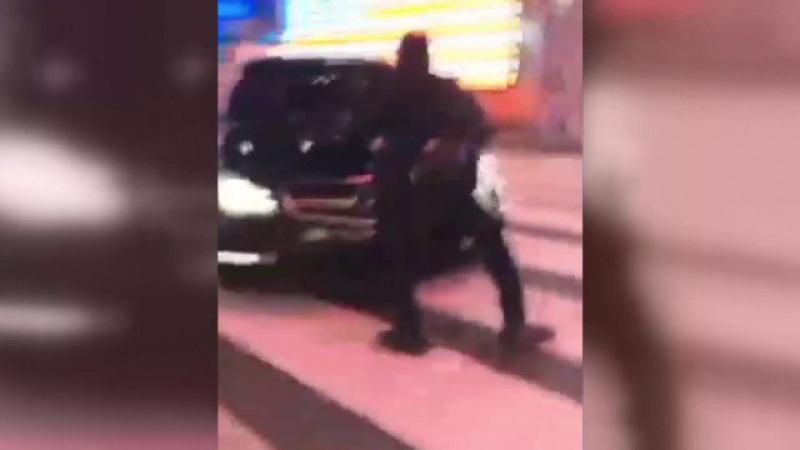 Polițist târât câțiva metri, după ce a încercat să oprească un șofer, în New York