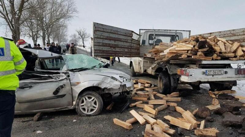 Un şofer care repara o autoutilitară, accidentat mortal în apropiere de Corabia. VIDEO