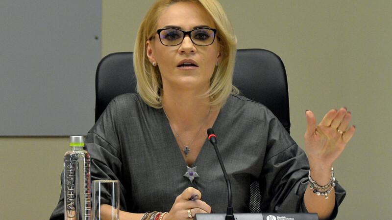 Averile primarilor din București. Salariul primit de Gabriela Firea în 2017