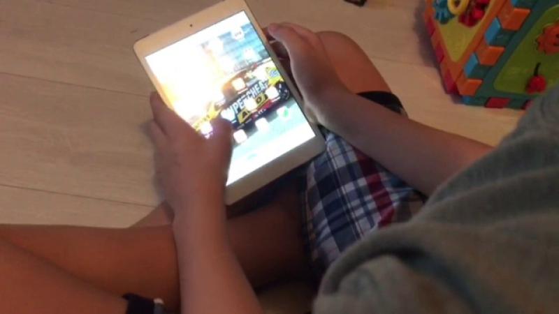 Copil tabletă