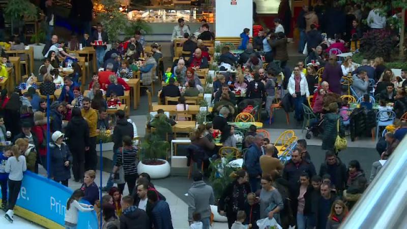 """Aglomerație în mall-uri, în a doua zi din an: """"Facem mișcare după sărbători"""""""