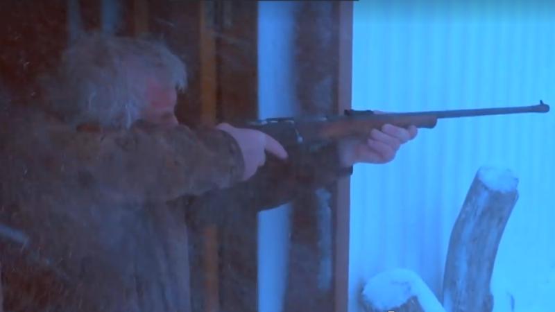 Un fermier a filmat un clip în care împuşcă şi apoi se pregăteşte să tranşeze un vegan