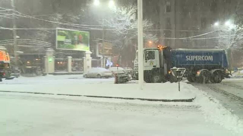 """Strat gros de zăpadă în Capitală. Șoferii s-au plâns în trafic: """"Pentru ce plătim taxe"""""""