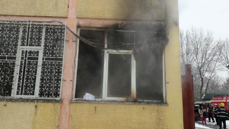 incendiu scoala 77