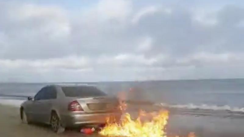 Strugurel Lingurar a dat foc masinii