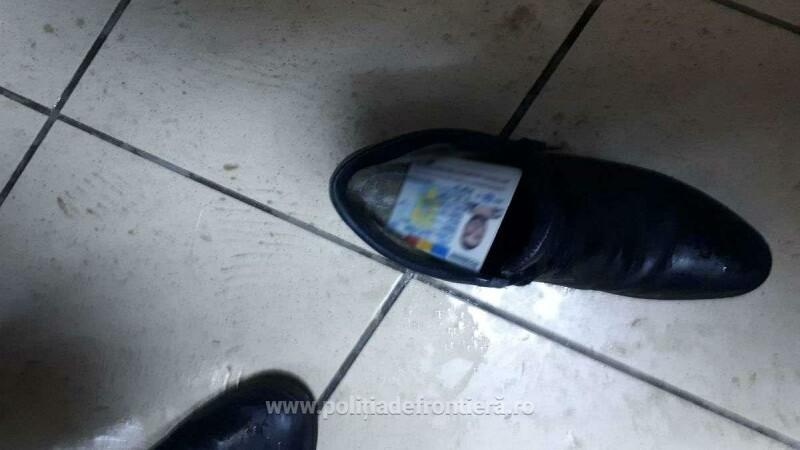 Bărbaţi prinşi cu acte româneşti false în pantofi. Cât plătiseră pentru ele