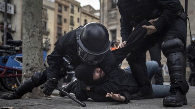 Terorişti căutaţi în Barcelona. Ar fi vorba de o celulă jihadistă care plănuia un atentat