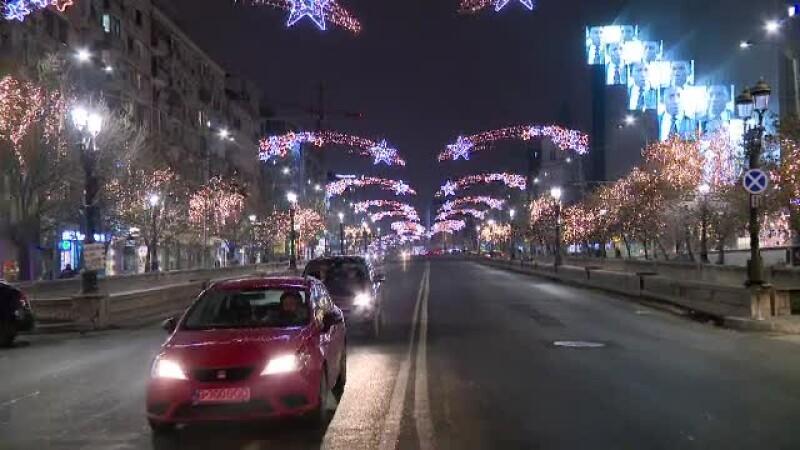Luminițele de Sărbători din Capitală, încă pe bulevarde la 2 luni de la instalare