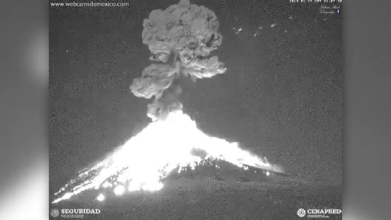 Vulcanul Popocatepetl din Mexic a erupt din nou. Coloană de fum de 3 kilometri