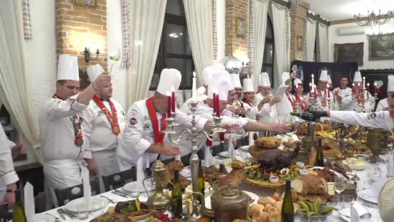 """Bucătarii au sărbătorit mai târziu Revelionul, dar cu mâncăruri alese. """"E și rândul nostru"""""""