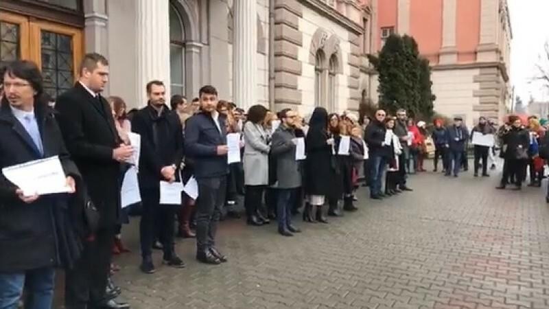 Magistrații din toată țara protestează pentru a-și păstra pensiile speciale