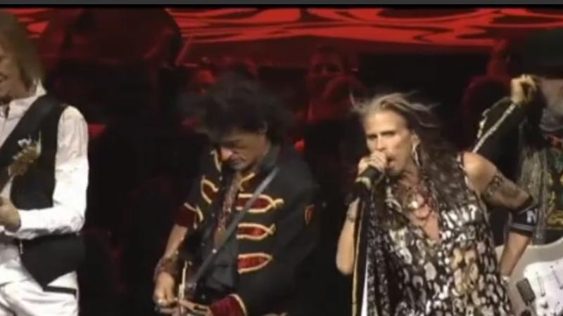 Johnny Depp şi Alice Cooper au urcat pe scenă alături de Aerosmith