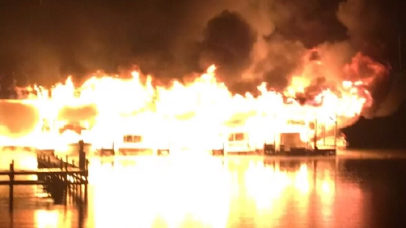VIDEO Incendiu devastator într-un port din SUA, 8 oameni au murit