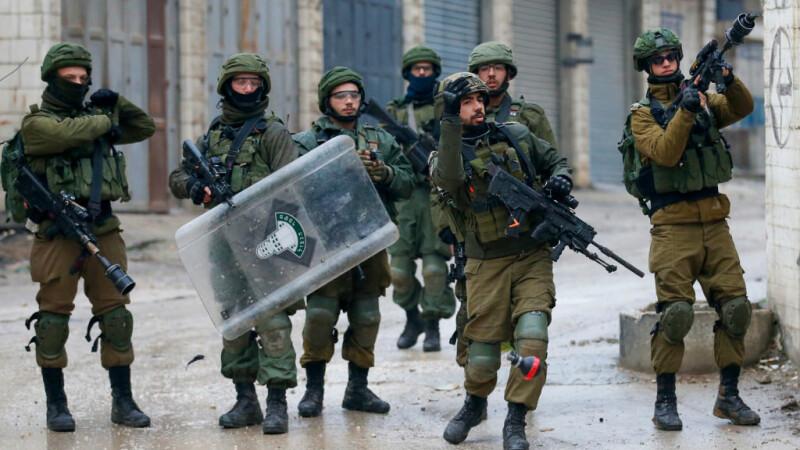 Armata israeliană îşi consolidează prezenţa în Cisiordania şi în apropiere de Gaza