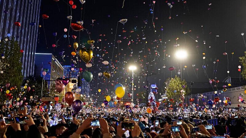 Mii de oameni au sărbătorit Revelionul în stradă, în Wuhan