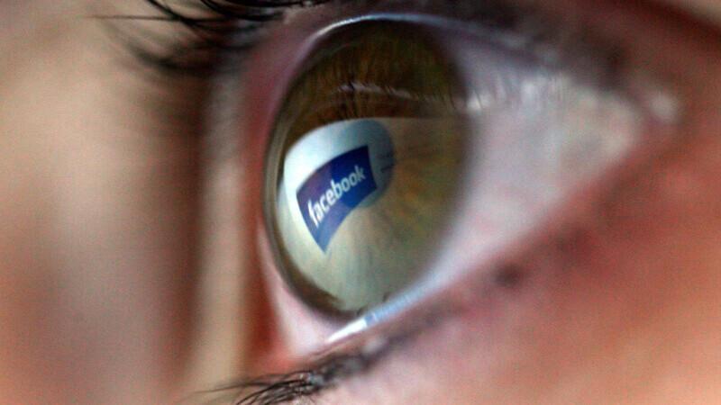 Studiu: Trei sferturi dintre români stau pe Facebook pentru a urmări postările prietenilor. Femeile sunt cele mai active