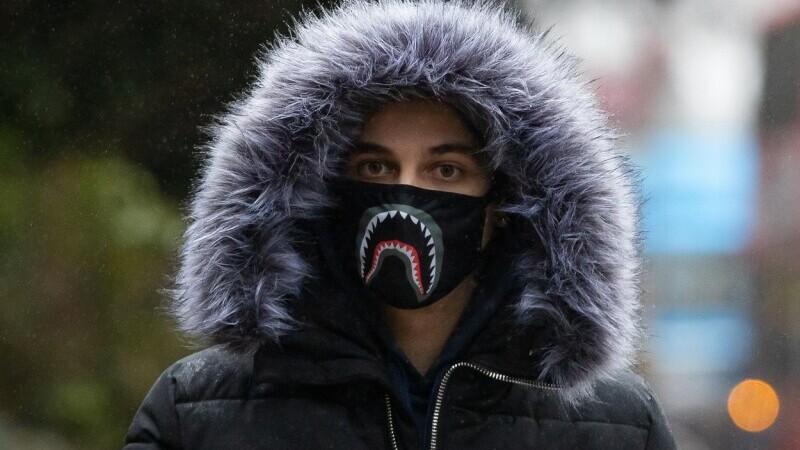 Un român de 19 ani din Marea Britanie a mers cu 290 km/h, pentru a scăpa de polițiști. Ce a făcut când se afla la tribunal
