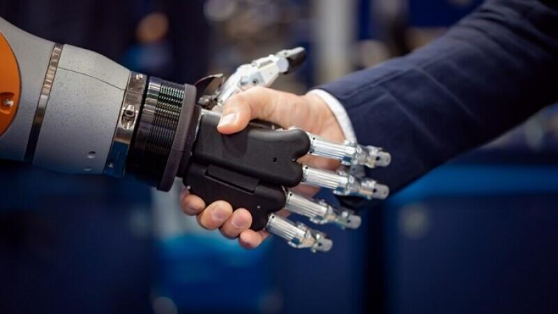 Robot, automatizare, angajati